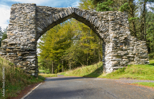 Fotografia, Obraz  The Jubilee Arch, old graceful stone archway over minor road.