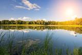 Fototapeta Na ścianę - Widok jeziora w słoneczny dzień