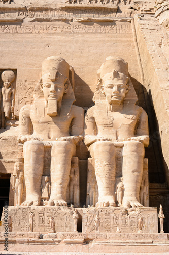 Foto  Colossus of The Great Temple of Ramesses II, Abu Simbel, Egypt