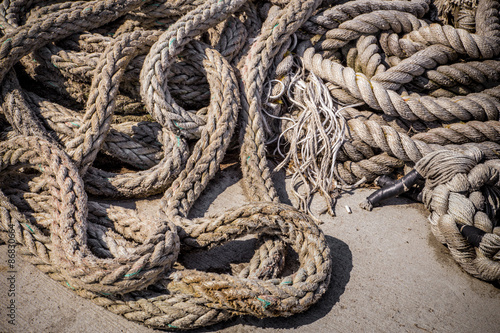 Fotografie, Obraz  Old used and worn tangled rope