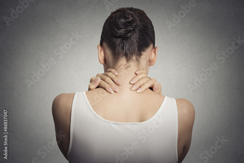 Fotografía  tired female massaging her painful neck