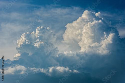 Fototapeta Ciekawa chmura na niebie na wymiar