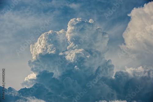 Fototapeta Ciekawa chmura na niebie do pokoju
