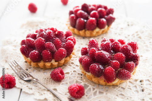 Photo  Delicious tart with berry fruits