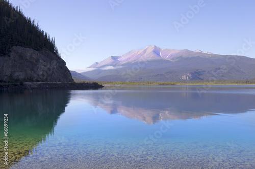 Photo  Beautiful Muncho Lake in British Columbia, Canada