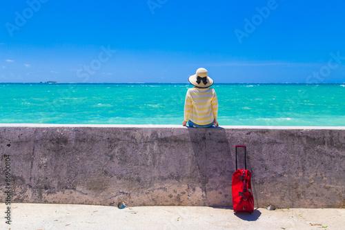 沖縄旅行をする女性 Fototapeta