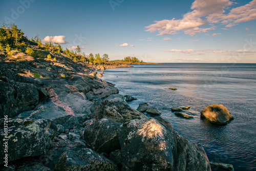 Rocks on Ladoga lake Billede på lærred