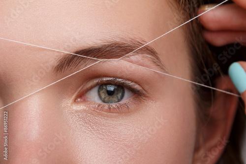 Fotografiet Woman during eyebrow threading