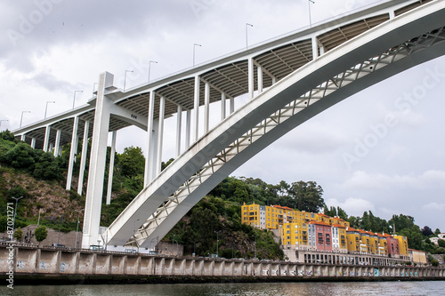 Foto  Bridge ove the River Douro in Porto, Portugal