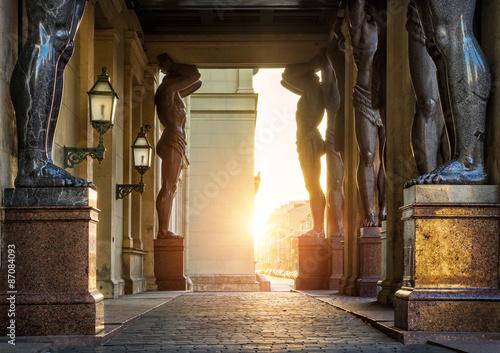 Photo Ряды стройных атлантов Rows of slender Atlan