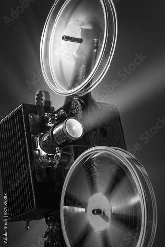 Photo  Vintage film projector in black and white
