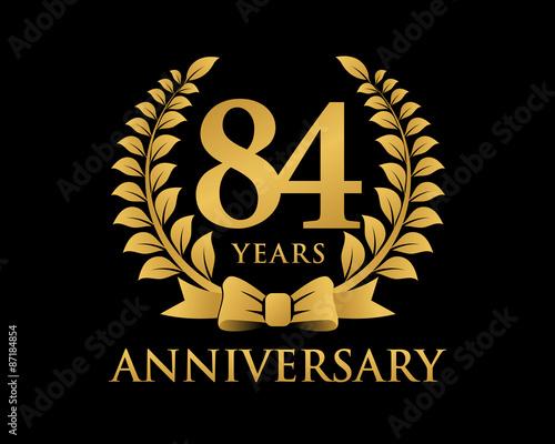 Photo  anniversary logo ribbon wreath black background 84