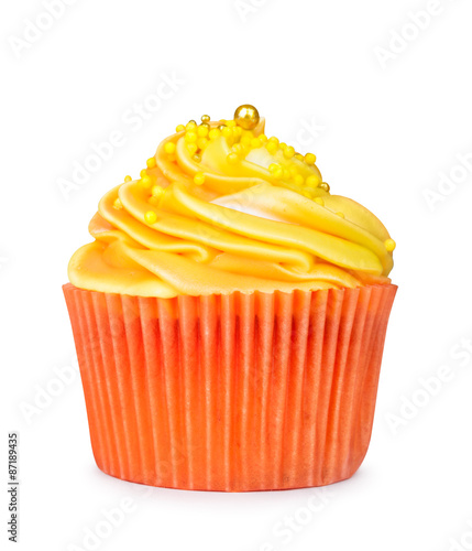 Photo  yellow cupcake isolated on white background