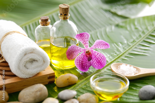 Foto op Canvas Spa Spa setting on banana leaf with orchid