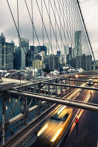 Foto op Plexiglas New York TAXI Taxi cab crossing the Brooklyn Bridge