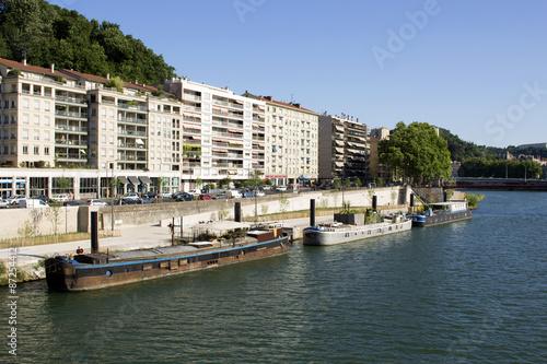 Foto auf Gartenposter Stadt am Wasser Péniche Quai de Saone Lyon France 2