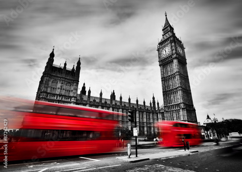 Fotobehang Londen rode bus London, the UK. Red buses and Big Ben, the Palace of Westminster. Black and white