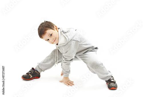 Láminas  Niño pequeño fresco de hip-hop en danza