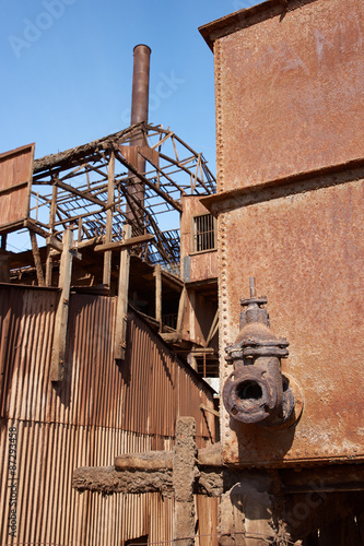 Photo  Derelict and rusting leaching plant at the historic Santa Laura Saltpeter Works in the Atacama Desert near Iquique in Chile