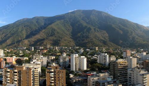 Panorama von Caracas/Venezuela mit Hausberg Avila