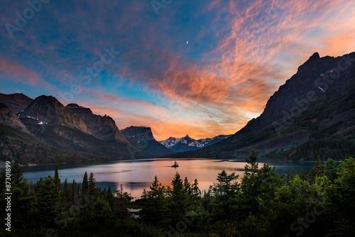 Aluminium Prints Mountains Beautiful colorful sunset over St. Mary Lake and wild goose isla