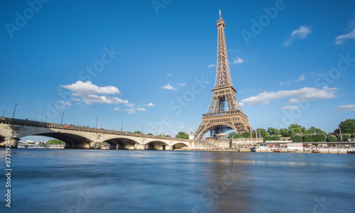 Photo  The Eiffel Tower and Seine River in Paris, France