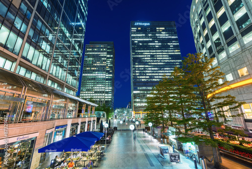 Fotografia  LONDON - JUNE 14, 2015: Lights of Canary Wharf buildings at nigh