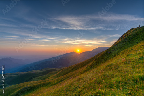 Cadres-photo bureau Campagne colorful sunrise in the mountains