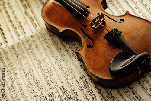 obraz dibond old and rare violin on a note sheet
