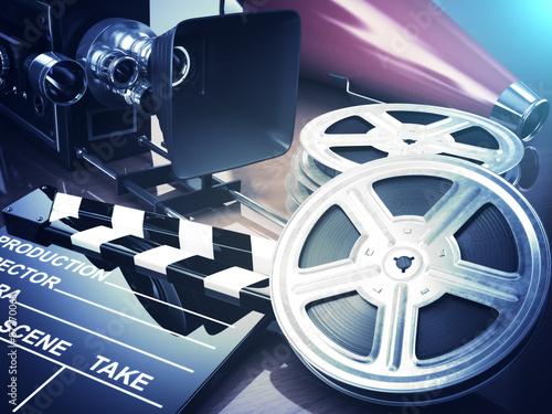 Poster  Video, Film, Kinoweinlesekonzept. Retro-Kamera, Rollen und cl