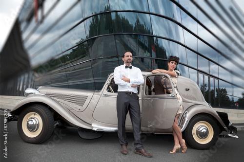 Paar Mit Retro Auto In Den 50er Jahren Buy This Stock Photo And