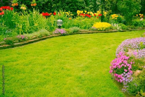Papiers peints Jardin Garten mit schönen Rasen