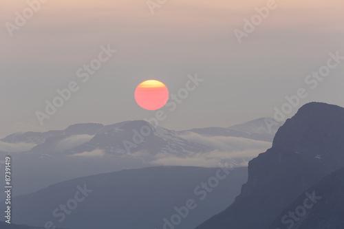 Poster Balloon Huge red midnight sun above mountain range