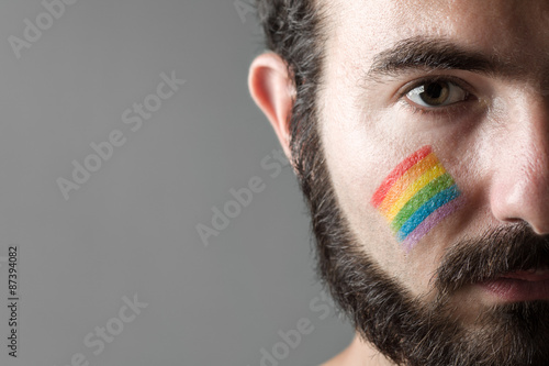 Fotografía  Man with Rainbow Painted on His Cheek, Symbol of Gay Rights