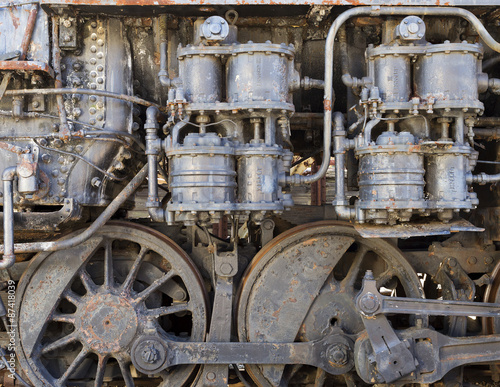 Photo  steam-punk style background detail of old steam train engine with rust and damag