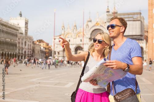 Foto  Touristen, die in Venedig besichtigen