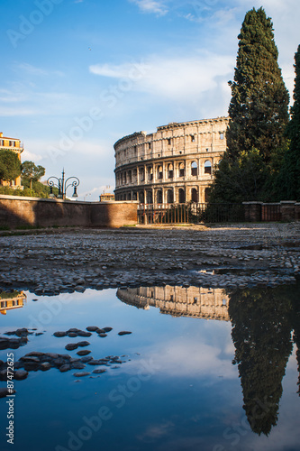 Photo  Reflection of the Colloseum