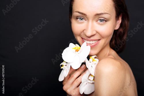 Jędrna i elastyczna skóra , naturalne piękno kobiety - 87509241