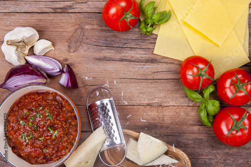 Fotografía  Lasagne ingredients with mince meat in a pan shot on a wooden background from ab