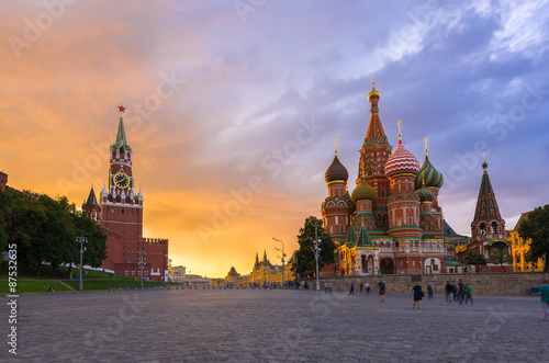 Spoed Foto op Canvas Moskou Sunset view of Kremlin, Red Square and Saint Basil's Cathedral in Moscow. Russia