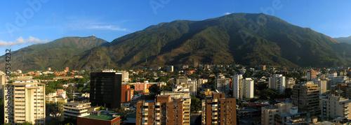 Panorama von Caracas/Venezuela mit Berg Avila