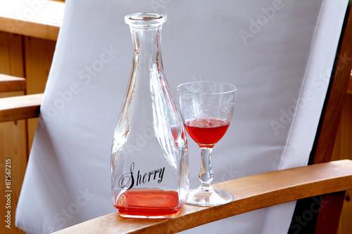 Obraz na płótnie sherry bottle with glass