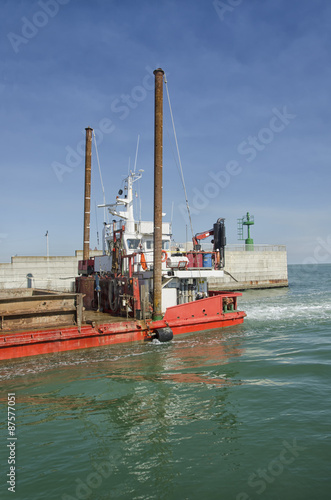 Fotografia, Obraz  Dredger coming into harbor