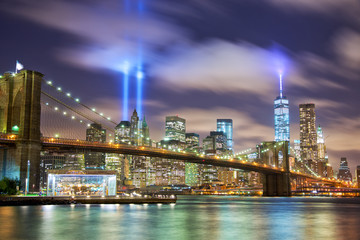 Fototapeta Do łazienki Manhattan skyline with Brooklyn Bridge and the Towers of Lights in New York