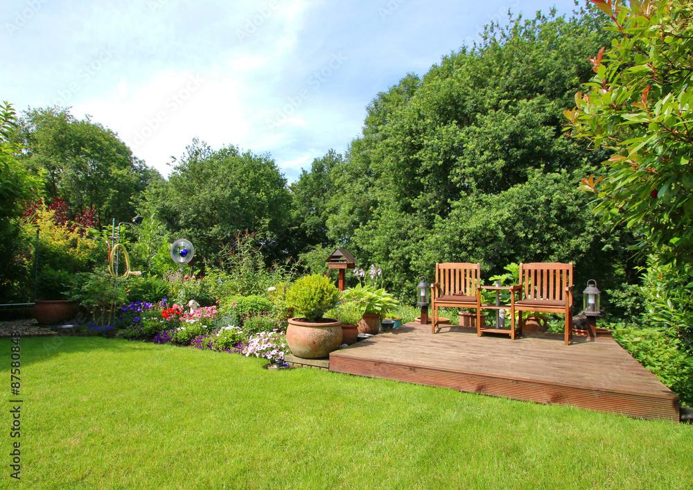 Sommerlicher Garten Mit Gartenmöbeln Foto Poster Wandbilder Bei