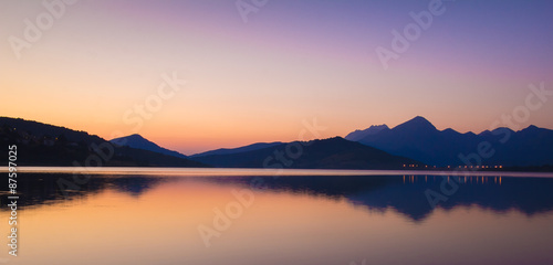 Photo sur Toile Reflexion Cime delle montagne riflesse nel lago