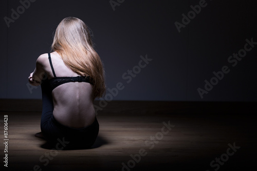 Valokuva  Photo of skinny woman