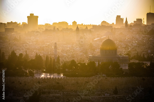 Fotomural The sun sets over Jerusalem