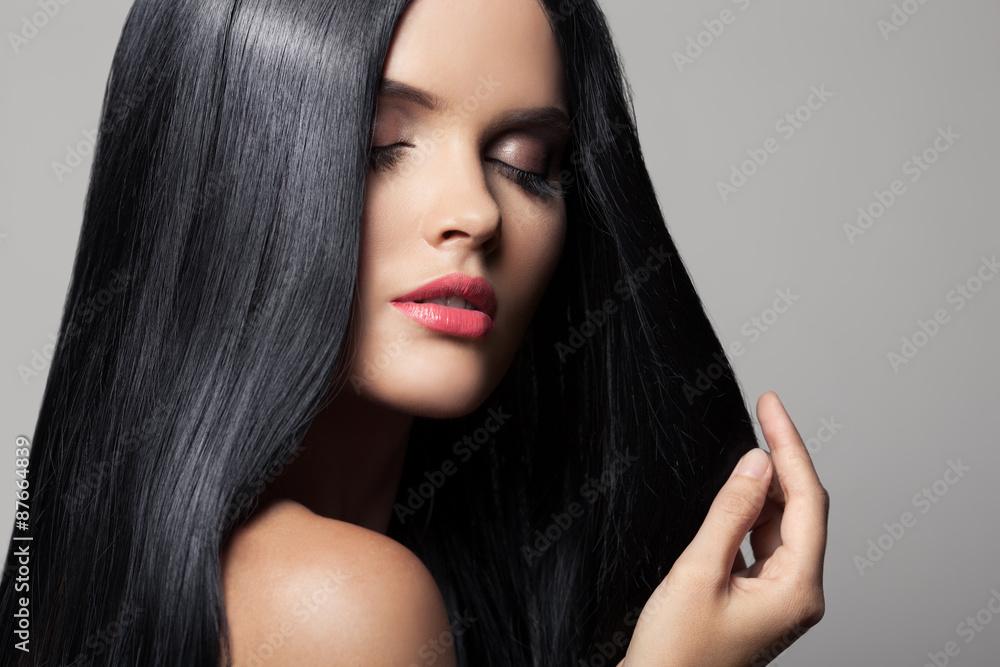 Photo  Hair. Beautiful Brunette Girl. Healthy Long Hair. Beauty Model W