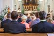 canvas print picture - Hochzeitsgäste bei kirchlicher Trauung